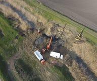 Ремонт раздела газопровода пропуская через водяной канал Отремонтируйте работу Стоковое Изображение RF