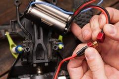Ремонт электроники игрушки модели crawler Rc Стоковое Изображение RF