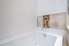 Ремонт Faucet в ванной комнате Стоковые Фото