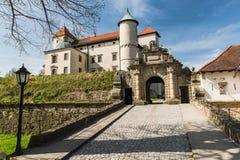 Ренессанс и барочный замок на холме в nicz› Nowy WiÅ, меньшей Польше, Польше стоковая фотография rf