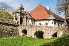 Ренессанс и барочный замок на холме в nicz› Nowy WiÅ, меньшей Польше, Польше стоковое изображение rf