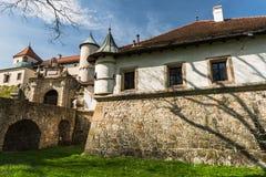 Ренессанс и барочный замок на холме в nicz› Nowy WiÅ, меньшей Польше, Польше стоковое фото