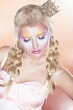 Ренессанс. Ретро женщина в золотистой кроне - Tress стоковое изображение