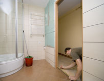реновация двери ванной комнаты стоковая фотография