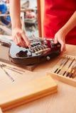 Репарация электрической гитары Стоковое Изображение