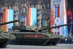 Репетиция парада в честь дня победы в Москве T-14 Armata основанный боевой танк русского предварительного следующего поколени гла Стоковые Фото