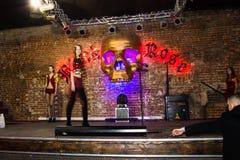 Репетиция перед хаосом искусства представления моды в ночном клубе Bla стоковое фото rf
