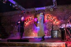 Репетиция перед хаосом искусства представления моды в ночном клубе Bla стоковые фото