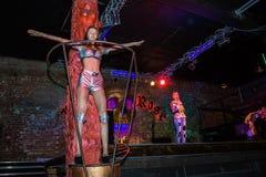 Репетиция перед хаосом искусства представления моды в ночном клубе Bla стоковые фотографии rf