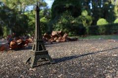 Реплика Эйфелева башни на парке стоковое изображение