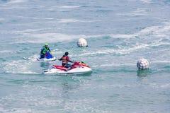 Репортажно-документальное редакционное изображение Весьма конкуренты спортсмена на шлюпке лыжи двигателя Стоковая Фотография