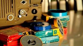 репроектор 8 mm бежать с винтажным фильмом стоковое изображение