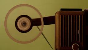 репроектор 8 mm бежать с винтажным фильмом Стоковое Фото