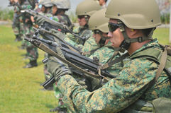 Республика блока подныривания тренировки военноморская (NDU) военно-морского флота Сингапура (RSN) и TNI-AL Kopaska Стоковое фото RF