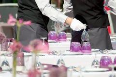 Ресторанное обслуживание, гостиница Tabel покрывая роскошное обслуживание в ресторане стоковая фотография