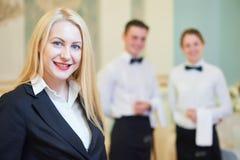 Ресторанное обслуживание Портрет менеджера ресторана Стоковое фото RF