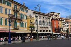 Рестораны в исторической Вероне, Италии стоковое фото