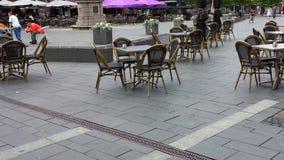 Рестораны и кафе улицы Люди в внешнем ресторане кафа на центральной площади в Slagelse, Дании Стоковая Фотография