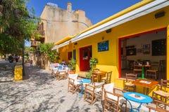 Рестораны на улице Chania на Крите, Греции Стоковые Фотографии RF