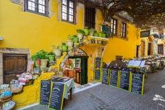 Рестораны на улице Chania на Крите, Греции Стоковые Фото