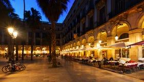 Рестораны на Placa Reial в вечере зимы Барселона стоковая фотография rf