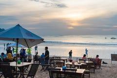 Рестораны продукта моря на Jimbaran приставают к берегу в Бали, Индонезии Стоковое фото RF