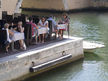 Ресторан в порте Grimaud, Франции Стоковая Фотография