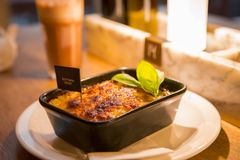 Ресторан Германии Берлина итальянский, итальянский ресторан шведского стола, большая еда, макаронные изделия Стоковые Изображения
