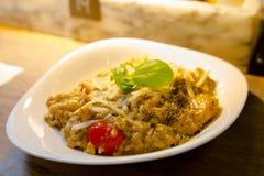 Ресторан Германии Берлина итальянский, итальянский ресторан шведского стола, большая еда, макаронные изделия Стоковое Изображение RF