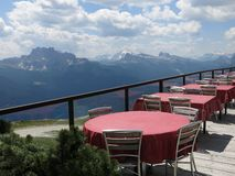Ресторан горы верхний в Альпах около Cortina (Rifugio Faloria) Стоковые Изображения