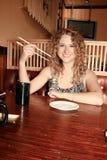 ресторан девушки японский Стоковые Изображения RF
