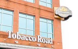Ресторан кирпичного здания кафа спорт дороги табака стоковое изображение rf