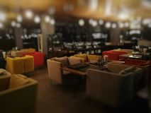 Ресторан нерезкости на ноче в гостинице Стоковые Изображения