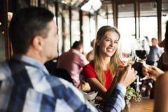 Ресторан охлаждая вне концепцию первоклассного образа жизни сдержанно стоковая фотография