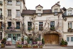 Ресторан Парижа Франции 30-ое апреля 2013 привлекательно старомодный в Париже, Франции стоковое изображение