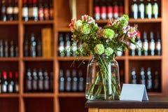 Ресторан Служат таблицы стоковая фотография rf