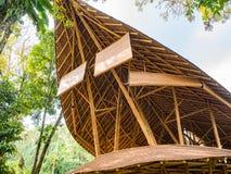 Ресторан Kapal Bambu в Ecolodge Bukit Lawang, Индонезии Стоковые Изображения