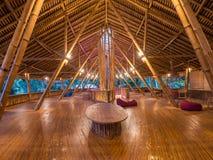 Ресторан Kapal Bambu в Ecolodge Bukit Lawang, Индонезии Стоковое Изображение RF