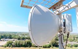 Ретрансляционная станция радио антенны клетчатого сообщения Стоковая Фотография