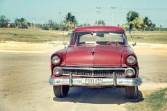 Ретро автомобиль на улице курорта Варадеро стоковое фото