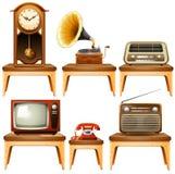 Ретро антиквариаты на деревянном столе бесплатная иллюстрация