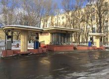 Ретро бензозаправочная колонка в улице Volhonka, Москве Стоковое Изображение RF