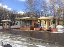 Ретро бензозаправочная колонка в улице Volhonka, Москве Стоковая Фотография RF