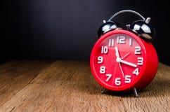 ретро будильника красное Стоковые Изображения