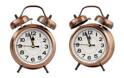Ретро будильник на часах ` 12 o, изоляте Стоковое фото RF