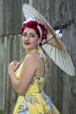 Ретро-введенный в моду портрет девушки с зонтиком Стоковая Фотография RF