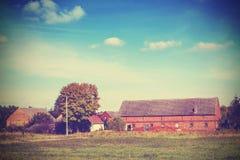 Ретро год сбора винограда фильтровал ландшафт деревни в солнечном дне Стоковое Изображение RF