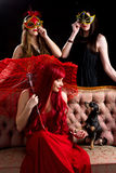 Ретро девушки партии с собакой щенка Стоковое Фото