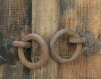 Ретро деревянная дверь и ручки Стоковые Изображения RF