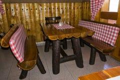 Ретро деревянный стол и стулья стиля Стоковая Фотография RF